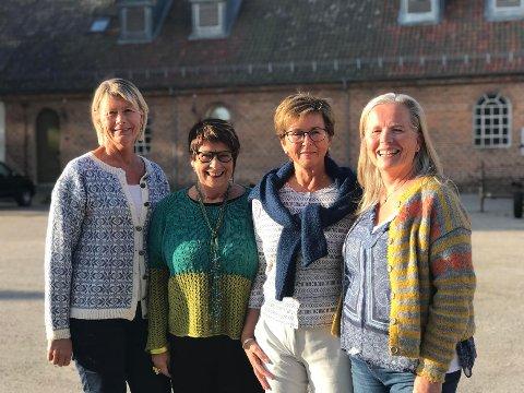 STRIKKEGLEDE: Ledelsen i Strikkefestivalen gleder seg til å se store mengder strikkeglade mennesker i Gamlebyen førstkommende helg. Fra venstre: Mette Bakken, Liv Kirsti Saxegaard, Lill Bjørnstad og Marit Larsen.