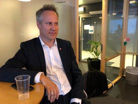 FERDIG FORHANDLET: Ordfører Jon-Ivar Nygård brukte ettermiddagen som tilhører i kontrollutvalget etter at forhandlingene med Ole Petter Finess var avsluttet.