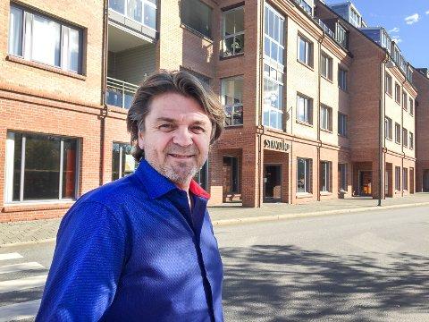 Eiendomsmegler Gunnar Stavlundskal fortsatt bruke superlativer i boligannonsedne.