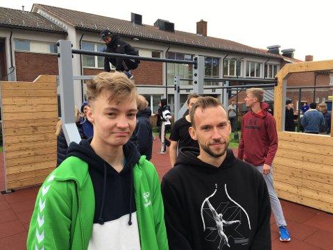 Entusiaster: Elias Moen og Dominik Cieszynski håper flere vil drive med parkour nå som det nye anlegget er klart.