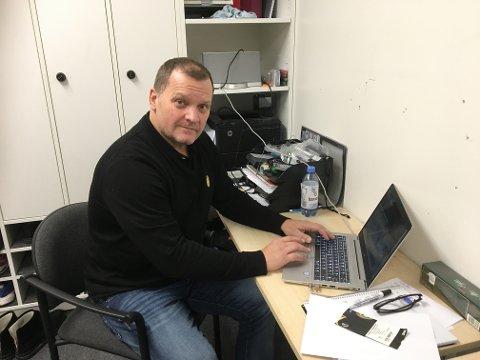 DE SISTE FORBERDELSENE: Her gjør Magnus Sundquist seg klar til møtet med Djurgården. Fredagens duell ser du direkte på FBTV.
