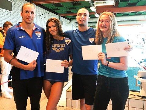 VINNERNE: Martin Hammer (tv), Mathilde Sofie Hammer, Piotr Ludviczac og Synne Lauritzen fikk elitestipend fra Østfold Svømmekrets.
