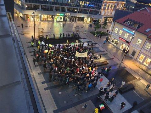 Demonstrantente gjorde seg bemerket på Stortorvet tidlig torsdag kveld