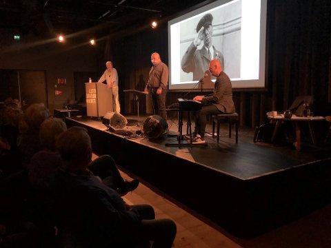 Svein Skahjem, Pål Nielsen og Roger Amundsen skapte god stemning på Litteraturhuset.