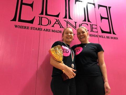 EM: Nadine Carlsen (14), her med trener og danse-guru, Desiree Olafsen, holder et solid grep rundt pokalen hun fikk etter 2. plassen i EM.