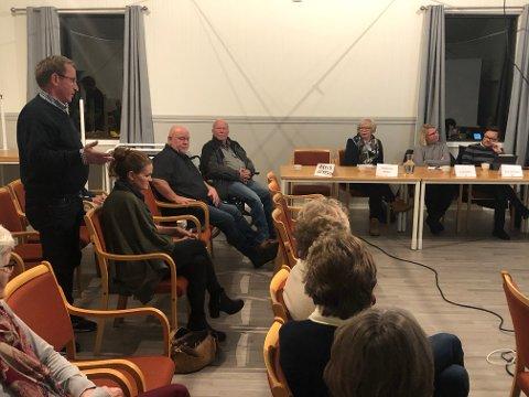 MOTSTRID: Sps gruppeleder Elin Tvete (nr to fra høyre) deltok i politikerpanelet på vegne av partiet. Hans Ek var med i salen. Da han tok ordet, var budskapet ganske så annerledes enn fra gruppelederen.