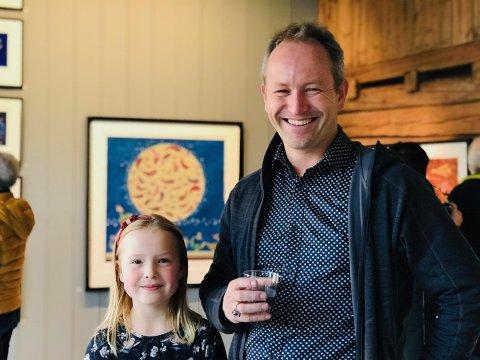 Galleri KLAVESTAD: For første gang stiller Lars Ole Klavestad (45) ut sammen med datteren Johanne (8) i det sjarmerende galleriet i Gamlebyen – og interessen lot ikke vente på seg.