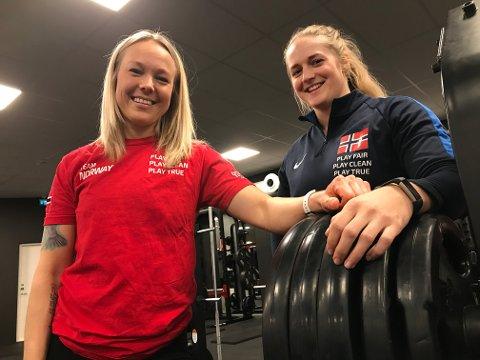 REISEKLARE: Kommende helg setter Jenny Marie Johansen (til venstre) og Anna Heranger kursen for VM i styrkeløft i Dubai.