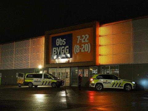RYKKET UT: Politiet rykket ut til innbrudd på Power natt til lørdag.