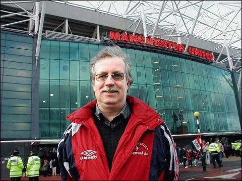 FOTBALLTUR: Tore Hollung foran Old Trafford, en arena han frekverte ofte under Alex Fergusons glansdager som United-manager.