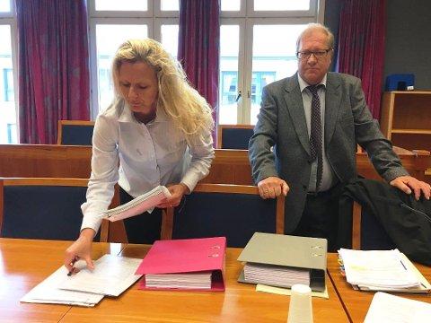 NY RUNDE: Advokat Arild Karlsen og tidligere jordmor Cecilie Jensen nådde ikke frem i Sarpsborg tingrett. I anken hevder de at tingretten så bort fra og ikke vurderte helt sentrale bevis i saken.