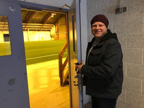 DØRA ÅPEN: Fredrik Raae og Rolvsøy IF vil også i mars holde dørene åpne i Østfoldhallen.