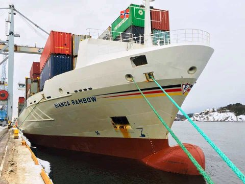 Eivind André Leister var ombord og hilste på mannskapet i Bianca Rambow da skipet lå til havn på Øra for et par dager siden.