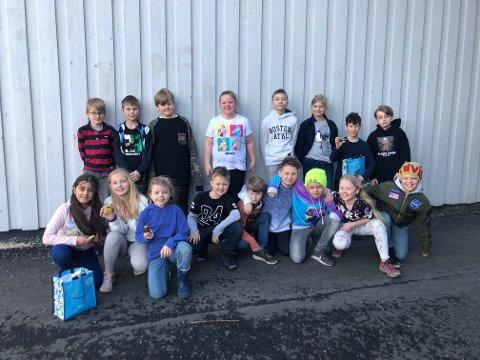 Ivrige. Elevene i klasse 4A ved Karlshus skole viser stort engasjement i jakten på brukte batterier.