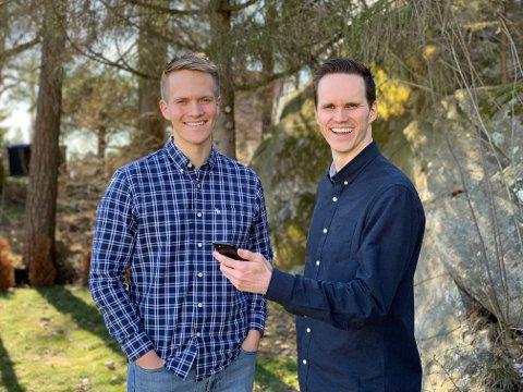 FORNØYD: David Isak Hansen (t.v.) og storebror Thomas Solbrekke Hansen trakk seg ut fra familiebedriften Arca Nova for å fokusere fullt på å utvikle appen Zappmeet. Denne uken ble appen lansert i Norge, og mottakelsen har vært over all forventning.