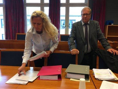 - UTIDIG PRESS: Advokat Arild Karlsen mener det at sykehuset fortsatte å fremme krav og trakk Cecilie Jensen inn i forliksrådet mens de ventet på domstolene, utgjorde et utidig press mot den tidligere jordmoren.