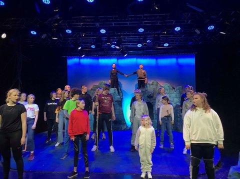 Søndag 10. mars braker det løs, da er Fredrikstad Barne- og ungdomsteater klare for å spille «Ronja Røverdatter».
