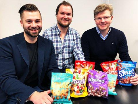 Studentsamarbeid: Masterstudent Erik Nilsen Lie (midten) er i gang med å utvikle en nyskapende salgsmodell for Brynild. Her flankeres han av Haris Jasarevic (t.v.) og Mathias Holm hos Brynhild.