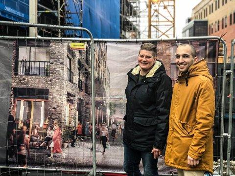 Klart til åpning: Tine Mathisen og Kristian De Sousa Batista får skjenkebevilling til åpningen av Holwech Fiskeri.