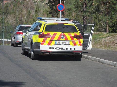 RYKKET UT: Politiet rykket ut etter meldinger om bråk på en privadresse på Kurland lørdag ettermiddag.