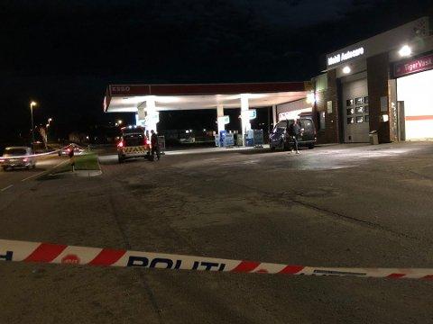 Den 17 år gamle gutten er dømt for å ha ranet samme bensinstasjon i Haldenveien to ganger i løpet av få måneder.