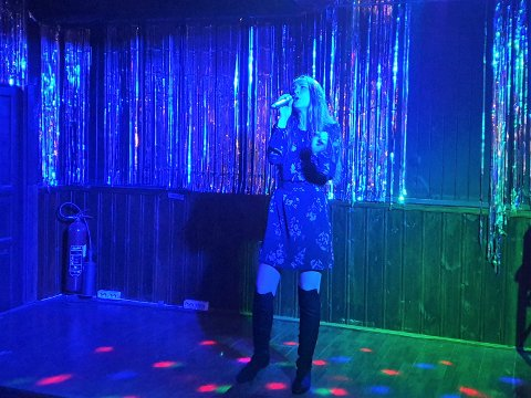 Sangglad. Sandra Lauritzen opptrådte både med en Avicii-låt og en låt av Amerie. Hun har alltid elsket sang. – Jeg sang før jeg kunne prate.