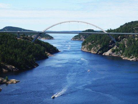 SKAL REHABILITERES: I sommer vil det bli veiarbeid på Svinesundsbrua