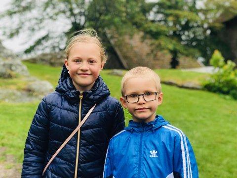 Søsknene Tuva og Theo Marti fra Oslo gledet seg til å oppleve slaget ved Kongsten fort lørdag sammen med besteforeldrene sine.