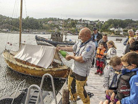 Hvaler Sjøspeidergruppe kunne juble over at de fikk 10.000 kroner til nye seil til seiljollene av FB-stiftelsen i 2020. Bildet er tatt i en annen anledning.