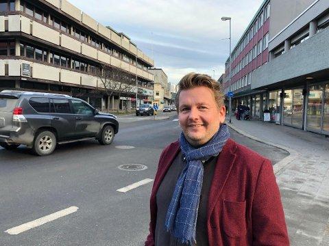 En alvorlig bilulykke i 1998 kostet nesten Ole-Henrik Holøs Pettersen livet. – Jeg har siden vært opptatt av trafikksikkerhet, sier han.