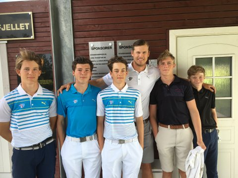Dette er juniorlaget til Gamle Fredrikstad golfklubb. Fra venstre: Markus Røinås Pedersen, Markus Skjelstad, Phillips Singdahlsen, trener Iver Ødegård, Tobias Arnesen, Filip Svendsen.