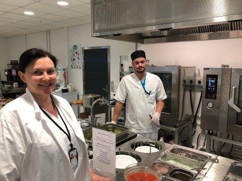 KAN SMILE: Sølvi Thøgersen, seksjonsleder ved kantina på sykehuset, kan smile bredt etter å ha blitt plukket ut blant semfinalistene til en gjev bransjepris.