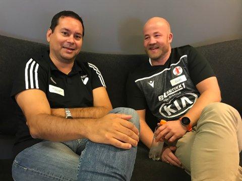 HVER GANG VI MØTES: Her sitter FBK-trener Eirik Haugdal i en hyggelig samtale med Byåsen-trener Atle Oliver Johansen. Søndag er de derimot fiender på hver sin benk.