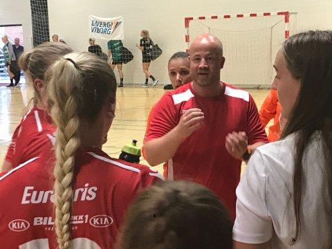 ENDELIG SEIER: I fjerde frosøk fikk Eirik Haugdal sin første seier som FBK-trener. Tirsdag er det ny kamp mot Gjerpen.