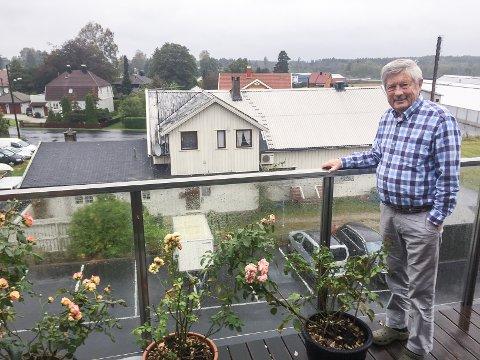 Naboprotest: Rein Lae Solberg er kritisk til en fem etasjers boligblokk som er planlagt oppført på naboeiendommen.