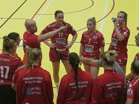 FORSØKTE: FBK-trener Eirik Haugdal prøvde å tenne sitt lag, men fikk dårlig respons i bortemøtet med Storhamar.