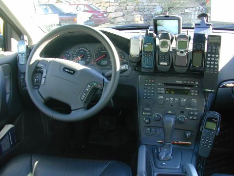 MYE UTSTYR: Bjørn Amundsens bil var høyteknologisk å regne, men det er 19 år siden. Bildet er fra dekningsturen hans i år 2000.