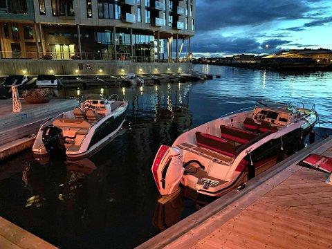 MESSE: Dette er båtene Hydrolift stiller ut på årets Båter i sjøen-messe: X-22 til venstre og X-26 S til høyre.