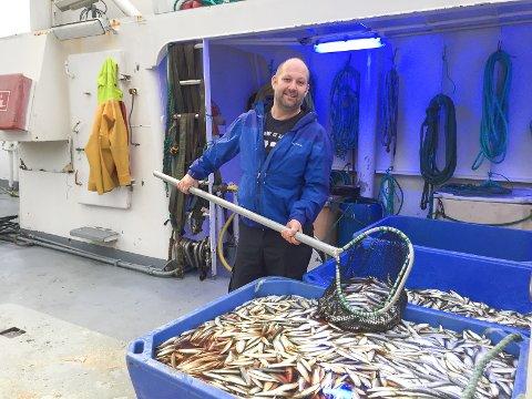 Fiskebåtreder Henning Olaf Iversen er ute og fisker brisling og sild i Oslofjorden på denne årstiden med «Spjæringen».