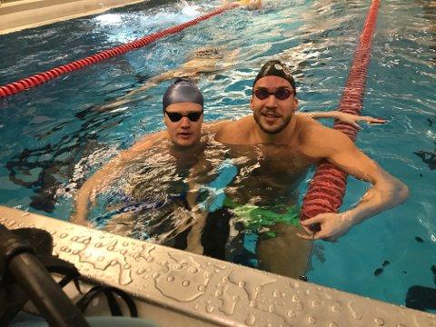 TILBAKE: Mattis Grindalen Svendsen (til venstre) og Martin Hammar kunne endelig ta i bruk Kongstenbadet innedørs igjen. Sist gang de benyttet det var i juni måned.