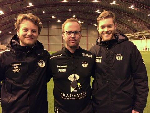 TAR GREP: Petter Delås (til vensttre), Sander Laagstad (27) og Nicklas Signebøen satser på en sosial profil hos Skogstrand.