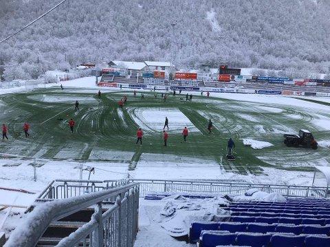 Medlemmene i Tromsdalen hadde en stri tørn med å rydde banen for snø sist gang FFK var på besøk. I dag er det heldigvis meldt bedre forhold.