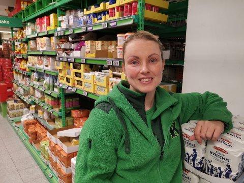 FORUNDRET: – Jeg syns du skal finne noen som hamstrer og spørre dem hva de skal med alt sammen, foreslår Kristine Pedersen (39) på Kiwi Landfalløya.