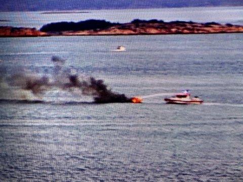 Båten brant helt ut og sank på 30-40 meters dyp.