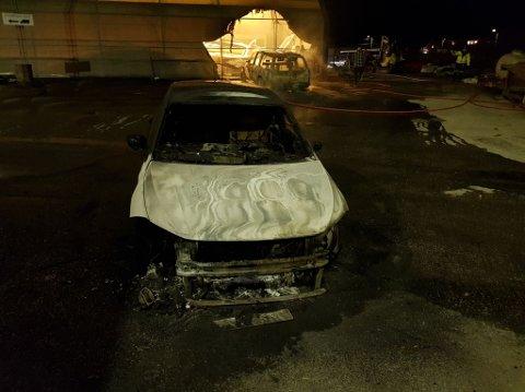Slik så en av bilene ut etter brannen på Lisleby torsdag kveld.