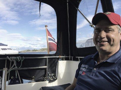 60-årsjubilant Lars O. Mostad er glad i både båtliv og fiske. FOTO: PRIVAT