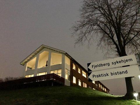Det er påvist fire smittetilfeller – to beboere og to ansatte – ved Fjeldberg sykehjem. En av pasientene døde før testsvaret ble klart.