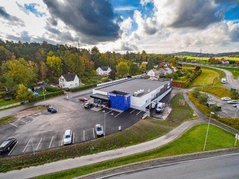 KJØPT BYGNINGEN: Dahle eiendom holding AS har overtatt aksjene i selskapet som eier  bygningen på  Årum hvor Rema er leietager.