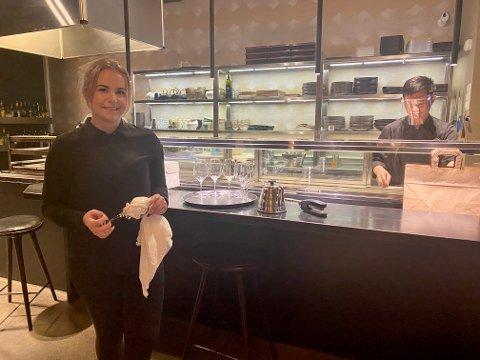Nikola Lilla, restaurantsjef på St. Raw i sentrum, er klar for å bruke munnbind dersom en ny forskrift blir vedtatt torsdag.