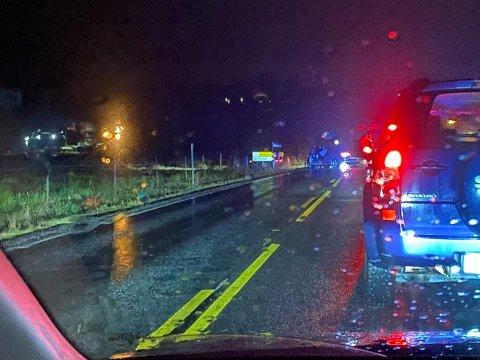 Trafikkuhell i Onsøy torsdag ettermiddag. To biler er meldt involvert.